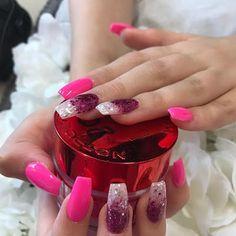 Gorgeous Ombre Acrylic Coffin Nails To Wear Vibrant Nail Colors - Eazy Vibe Neon Pink Nails, Bright Nails, Gold Nail Art, Silver Nails, Ninas Nails, Chrome Nails Designs, Gel Nails At Home, Healthy Nails, Stylish Nails