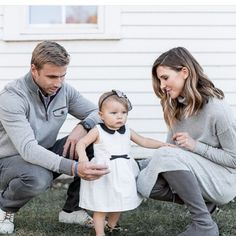 @cellajaneblog shares her family photoshoot over on her blog today - cellajane.com featuring her adorable daughter Sutton wearing the @hucklebones sparkle cotton bodice dress and lace hairband. Photo by @cassandracastaneda #holidayphotos #grey #happyholiday