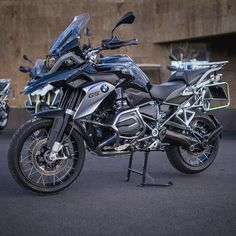 "3,343 Likes, 31 Comments - BMWMotorradPortugal (@bmwmotorradpt) on Instagram: ""#BMW #Experience #Açores #Makelifearide #BMWMotorrad Foto: @smilephotopt"""