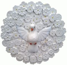 Divino... Holy Spirit, Scrapbooks, Decoupage, Diy And Crafts, Christmas Wreaths, Polymer Clay, Projects To Try, Pottery, Holiday Decor