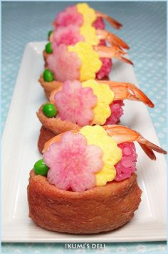 """The thing · · ♪ was good a ★ Japanese plum Inari ♪ pink cherry-blossom viewing"" lunch Japanese Food Sushi, Japanese Lunch, Japanese Plum, Cute Food, Yummy Food, Sushi Co, Bento Recipes, Sakura, Food Decoration"