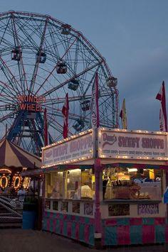 Coney Island - Brooklyn - New York - USA (von AliJG) looks like the Davenport fair ; Retro Aesthetic, Summer Aesthetic, Nature Aesthetic, Brooklyn New York, New York City, Arcade Retro, A New York Minute, Empire State Of Mind, I Love Ny