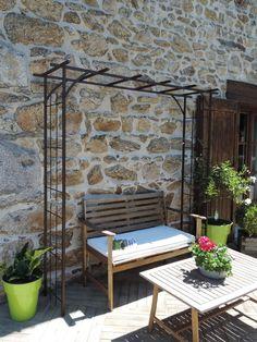 pergola grand modèle à l'ancienne pour rosiers et plantes grimpantes. Coloris fer vieilli. Vente directe tuteurs pour rosiers et plantes grimpantes Meilland Richardier.