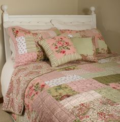 about Queen Quilt Shams B/Skirt 2 Pillows Set Shabby Antique Rose Patchwork Chic shabby chic bedding Shabby Chic Quilts, Shabby Chic Mode, Estilo Shabby Chic, Shabby Chic Bedrooms, Shabby Chic Style, Shabby Chic Decor, Chic Bedding, Piece A Vivre, Queen Quilt
