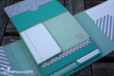 Tutorial here https://sternenwicht.files.wordpress.com/2015/07/201507_sternenwich_anleitung_minialbum.pdf