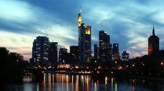 Frankfurts Skyline mit Bankenhochhäusern