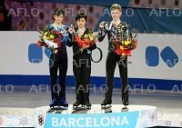 (L-R) 山本草太/Sota Yamamoto, 宇野昌磨/Shoma Uno (JPN), Alexander Petrov (RUS), DECEMBER 12, 2014 - Figure Skating : Gold medalist Shoma Uno (C), silver medalist Sota Yamamoto of Japan and bronze medalist Alexander Petrov of Russia pose with their medals during the ISU Junior Grand Prix of Figure Skating Final 2014 Men's award ceremony at the Barcelona International Convention Centre in Barcelona, Spain. (Photo by ZUMA Press/AFLO)