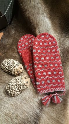 Rät & Avig: Tidigare vinst i UFO-lotteriet. Fingerless Mittens, Knit Mittens, Knitted Gloves, Knitting Socks, Free Knitting, Wrist Warmers, Hand Warmers, Easy Knitting Patterns, How To Purl Knit
