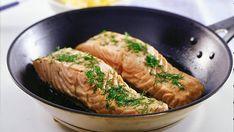 Tällä ohjeella kala on valmista muutamassa minuutissa. Salmon, Sausage, Fish, Meat, Recipes, Drinks, Drinking, Beverages, Sausages