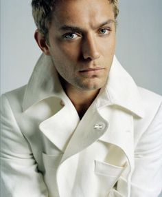 Jude Law - - - > These eyes!