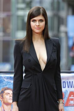 Alexandra Daddario Photos Photos - Alexandra Daddario poses at the 'Baywatch' Photo Call at Sony Centre on May 2017 in Berlin, Germany. - 'Baywatch' Photo Call in Berlin Alexandra Anna Daddario, Alexandra Daddario Baywatch, Beautiful Celebrities, Beautiful Actresses, Gorgeous Women, Actrices Hollywood, Famous Women, Celebs, Female