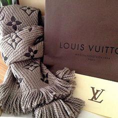 LV Scarf www.be Louis Vuitton Monogram Multicolore find more women fashion ideas Lv Handbags, Louis Vuitton Handbags, Handbags Online, Fashion Bags, Fashion Accessories, Women's Fashion, Fashion Trends, Louis Vuitton Scarf, New Bag
