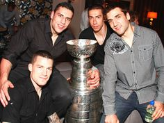 2011 Boston Bruins with Lord Stanleys Cup! - Andrew Ference, Milan Lucic, Chris Kelly and Patrice Bergeron Hockey Teams, Ice Hockey, Hockey Baby, Boston Sports, Boston Red Sox, Milan Lucic, Dont Poke The Bear, Patrice Bergeron, Old Sports Cars