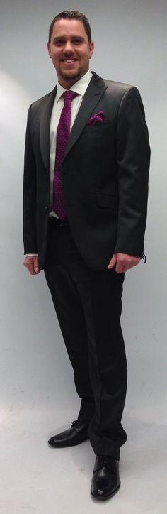 Goldener - Das Modehaus in Appenzell  Die perfekt abgestimmte Krawatte zum Kleid der Trauzeugin sorgt für ein harmonisches Gesamtbild. Formal, Style, Fashion, Fashion Styles, Tie, Curve Dresses, Pictures, Preppy, Swag