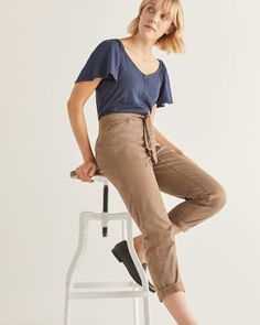 Shop online for Cropped Chino Pant with Sash. Find Bottoms, Clothing, Sale and more at Reitmans Girls Jeans, Mom Jeans, Denim Shirt, T Shirt, Cute Pants, Slim Legs, Casual Tops, Sash, La Mode