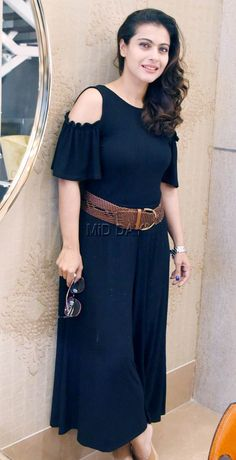 Photos: Kajol visits Gauri Khan's store in Santacruz - entertainment Indian Actress Hot Pics, Indian Bollywood Actress, Bollywood Girls, Beautiful Bollywood Actress, Most Beautiful Indian Actress, Bollywood Fashion, Indian Celebrities, Bollywood Celebrities, Stylish Dresses