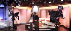 Heiddy Sulbarán y Carlos Montero en los estudios de CNN en Atlanta. Stationary, Gym Equipment, Atlanta, Lighting, Home Decor, Studios, Interview, Decoration Home, Room Decor