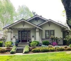 Decorating Your American Bungalow Style House Craftsman Bungalow Exterior, Cottage Exterior, Craftsman Style Homes, Craftsman Bungalows, Exterior House Colors, Exterior Paint, Craftsman Cottage, Bungalow Homes Plans, Craftsman Kitchen