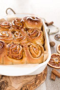 Easy #vegan #cinnamon rolls recipe for breakfast with pumpkin filling and low sugar #xmas | cinnamon rolls vegan ricetta brioches alla cannella senza latte senza burro senza uova #colazione #natale #healthy