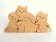 あの可愛いネコと魚のパズルが、組木になりました! 組木『子猫と魚』 Dino Toys, Pet Toys, Wooden Baby Toys, Wood Toys, Wooden Art, Wooden Crafts, Scroll Saw Patterns Free, Small Wood Projects, Polymer Clay Animals