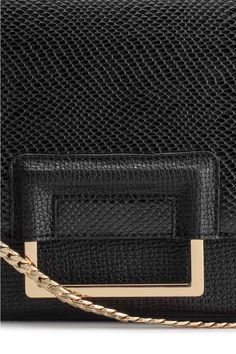 Shoulder bag: Shoulder bag in grained imitation leather with a metal chain shoulder strap, flap with a metal decoration and concealed magnetic fastener and one zipped inner compartment. Lined. Size 6x17x23 cm.