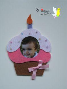 Iman-portafotos cupcake en fieltro. elbosquedelulu. hechoamanoparati Minions, Biscuit, Baby Shower, Gifts, Ideas, Felting, Miniatures, Presents, Xmas