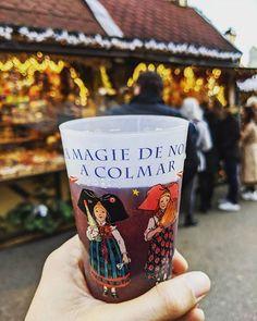 Le fameux Vin Chaud des Marchés de Noël  Santé !  #VinChaud #Colmar #marchedenoel #Alsace #Christmas #Noel #ChristmasMarket #Vin #Wine #Drink #Voyage #Travel #Alsace Alsace, Pint Glass, Beer, Tableware, Photos, Instagram, Mulled Wine, Travel, Root Beer