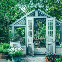 25 cute and inspiring garden shed ideas home design and interior – Artofit Backyard Greenhouse, Backyard Sheds, Backyard Landscaping, Garden Sheds, Outside Living, Outdoor Living, Outdoor Projects, Garden Projects, Garden Cottage