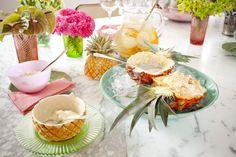 Abacaxi retrô com sorvete | Receita Panelinha:  Além de deliciosa, esta sobremesa tem uma apresentação nostálgica. As metades do abacaxi vão para a mesa, usadas como tigelas para servir a polpa da fruta misturada com sorvete.