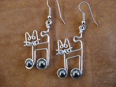 JAZZ CAT earrings with music note wire wrapped music earrings Cat Jewelry, Animal Jewelry, Metal Jewelry, Jewelry Crafts, Beaded Jewelry, Handmade Jewelry, Silver Jewellery, Silver Ring, Bijoux Fil Aluminium