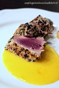 pinguino in cucina: Black & White Sesam Thuna with Orange Mayo - Tonno ai 2 sesami con maionese all'arancia Fish Recipes, Gourmet Recipes, Cooking Recipes, Healthy Recipes, Fish Dishes, Seafood Dishes, My Favorite Food, Favorite Recipes, Nordic Recipe