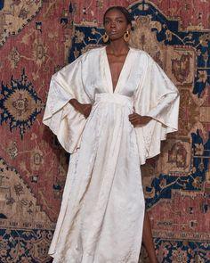 Johanna Ortiz Pre-Fall 2019 Fashion Show Johanna Ortiz Pre-Fall 2019 Collection – Vogue Diy Fashion, Trendy Fashion, Ideias Fashion, Fashion Outfits, Womens Fashion, Fashion Tips, Fashion Design, Fashion Trends, Vogue Fashion