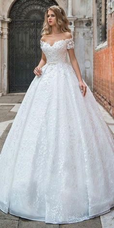Modest Lace Off-The-Shoulder Neckline Ball Gown Wedding Dress .- Bescheiden kant off-the-shoulder halslijn baljurk trouwjurk met kanten appli … Modest Lace Off-The-Shoulder Neckline Ball Gown Wedding Dress With Lace Appli … - Princess Wedding Dresses, Modest Wedding Dresses, Elegant Wedding Dress, Bridal Dresses, Wedding Gown Lace, Trendy Wedding, Princess Ball Gowns, Ball Gown Wedding Dresses, Wedding Dress With Belt