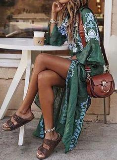 Justfashionnow Sommerkleid Tageskleider V-Ausschnitt Glockenärmel Vintage Kleider, Source by CinCurles summer dress outfits Vestidos Vintage, Vintage Dresses, Vintage Outfits, Boho Floral Maxi Dress, Tribal Dress, Floral Dresses, Printed Dresses, Boho Kimono, Dress Outfits