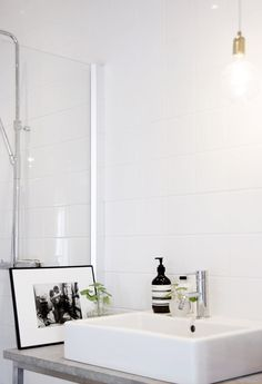 Small Home Interior Laundry In Bathroom, White Bathroom, Bathroom Interior, Bathroom Art, Bathroom Ideas, Bad Inspiration, Bathroom Inspiration, Interior Inspiration, Home Decor Paintings