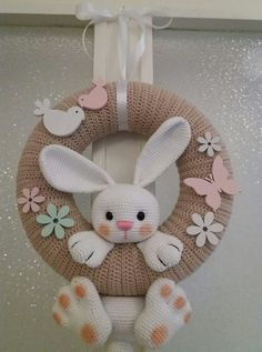 Guirlanda Páscoa ideias 13 ideen ostern Guirlanda De Páscoa Para Decorar A Casa Bunny Crafts, Felt Crafts, Diy And Crafts, Easter Projects, Easter Crafts For Kids, Easter Decor, Easter Centerpiece, Easter Table, Easter Party