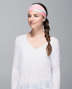 When we tackle an intense practice or workout, we don't want to worry about our hair. We made this extra wide, reversible headband to help keep our mane - and our sweat - out of the way. Bang on!