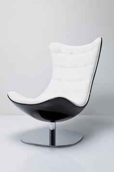 El blanco nunca pasa de moda y su elegancia siempre llama la atención. En Kare contamos con ese sillón que tanto andas buscando. Conoce nuestro Atrio Deluxe.