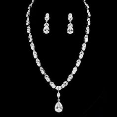 The Hartley Bridal Set is 'old hollywood' glamour!This set featuresdistinctive marquis CZ flowers which are cut to shine. Our jewellery is crafted so as to not catch on delicate fabrics.This is plated in genuine rhodium and is tarnish resistant. Measurements: This gorgeous 17