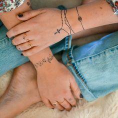 33 Cool Small Wrist Tattoos For Guys – Wrist Designs Wrist Tattoos For Guys, Small Wrist Tattoos, Mom Tattoos, Finger Tattoos, Body Art Tattoos, Tatoos, Rosary Tattoo Wrist, Rosary Bead Tattoo, Anklet Tattoos