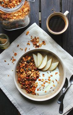 happy hearted kitchen: Crunchy Apricot & Buckwheat Granola with coffee Brunch Recipes, Breakfast Recipes, Breakfast Snacks, Drink Recipes, Baking Cupboard, Breakfast Bowls, Vegan Breakfast, Overnight Oats, Love Food