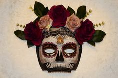 Handmade Día de Muertos skull mask. Paper Mache base with hand painted decoration, burgundy and pink roses , dark green leaves, black lace, beaded teeth and ornate jewel. Black velvet ribbon tie. Every mask is handmade, hand painted and unique. The jewels and broaches are collected from vintage shops and markets. Much of the materials are re-used and recycled, as is the packaging. Shipping Details: Guaranteed dispatched within 1-3 days of purchase. I try to dispatch within 24 hours whe...