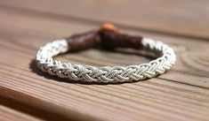 Sami bracelet *Trym This braided design gives you timeless style, stack it or wear it alone! Design information * Genuine leather * Braid in