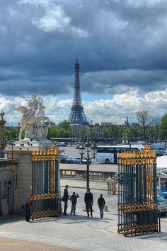 Eiffel Tower, Paris: http://www.roomforromance.com/romantic-hotels/france/paris/hotels/