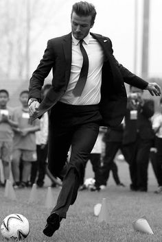 6 Swoonworthy Pics of David Beckham That Make a Case for Suits as Soccer Uniforms David Beckham. Nothing better than a soccer player who knows how to dress. Sharp Dressed Man, Well Dressed, Bend It Like Beckham, Hommes Sexy, Raining Men, Soccer Players, Handsome Football Players, Gorgeous Men, Mens Suits