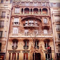 #parisjetaime #artnouveau #architecture #toureiffel #cultureaddict #touristedansmaville #paris #frenchartdevivre xD by chlodau
