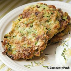 Gooseberry Patch Recipes: Crispy Zucchini Fritters from Healthy, Happy, Homemade Meals Cookbook Gooseberry Recipes Healthy, Healthy Recipes, Side Dish Recipes, Side Dishes, Real Food Recipes, Cooking Recipes, Gooseberry Patch, Zucchini Fritters, Veggie Dishes