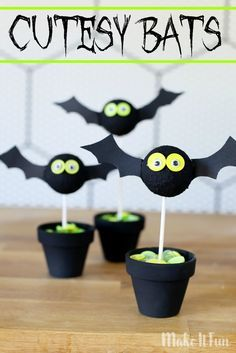 Cutesy Bats, fall Halloween craft project (great for class school parties) - Sugar Bee Crafts Halloween Kids, Halloween Crafts, Halloween Decorations, Halloween Designs, Halloween Stuff, Holiday Crafts, Bee Crafts, Crafts To Sell, Crafts For Kids