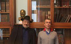 7 Nisan 2013'te Casa Garibaldi yine bir efsaneyi ağırladı. Ülkemizde, Sinemaya da çok başarıyla uyarlanan Gülün Adı romanıyla tanınan Prof. Umberto Eco, pazar sabahı bir sürpriz ziyaretle binamızı onurlandırdı.