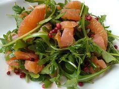 Салат из малосольной семги с рукколой и грейпфрутом